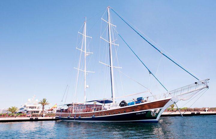 fotografía embarcaciones de lujo en Marina Real Valencia